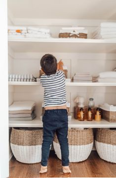 How to organize a linen closet with tips on how to create a functional space that even your kids wo't mess the place up (and love putting things away for you)