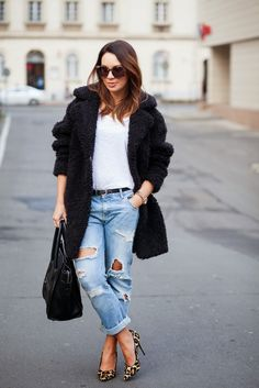 Coat: SANDRO | Jeans: ZARA | Bag: CÉLINE | Heels: DUNE | Sunglasses: KAREN WALKER