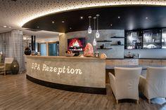 Buchen Sie Ihre Spa-Behandlung für Ihren Wellnessurlaub im Bayerischen Wald. Spa, Table, Furniture, Home Decor, Front Desk, Decoration Home, Room Decor, Tables, Home Furnishings