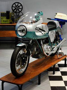 DUCATI 750 Super Sport | Credits STUDIO 129 by Turismo Emilia Romagna, via Flickr
