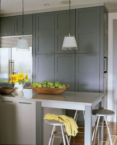 Shaker cabinets – Clean, simple, functional and visually appealing - Decoration 4 Grey Kitchen Cupboards, Grey Painted Kitchen, Kitchen Cabinet Styles, Painting Kitchen Cabinets, Kitchen Countertops, Kitchen And Bath, Kitchen Grey, Grey Cabinets, Stock Cabinets