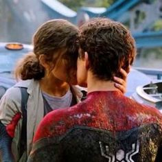 Spiderman Homecoming Michelle, Virgo Outfits, Dr Marvel, Tom Holland Zendaya, Marvel Couples, Tom Holand, Avengers Outfits, Billy Elliot, Tom Holland Peter Parker