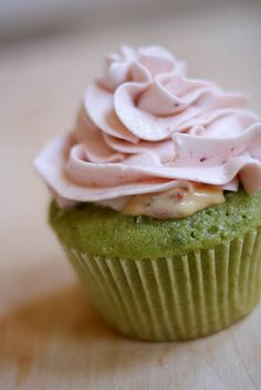 green tea & strawberry cupcakes.