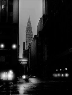 """Photo by Jean Michel Berts portraitist of cities specializing in black and white photos. Photo of the book """"Light of New York"""" Ed: Assouline New York Black And White, Black White Photos, Black And White Photography, Chrysler Building, Jean Michel, City Lights, New York City, Backdrops, Nyc"""