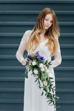 Blaue Anemone für den Brautstrauß Wedding Bouquets, Table Decorations, Formal Dresses, Fashion, Bridal Bouquet Blue, Winter Wedding Flowers, Bouquet Wedding, Tulips, Wedding Pie Table