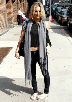 fashion scarf with flip flops   Flip flops, a belly-baring top and a winter scarf. California girl ...