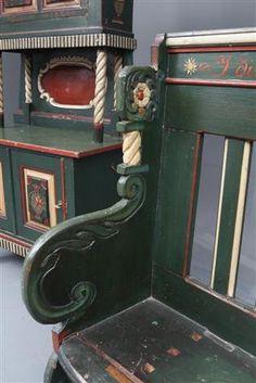 Vara: 3625451Almue møblement 1800-1900 tallet (3)