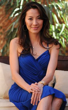 Michelle Yeoh fashion is beautiful. She wore a blue midi dress. By the way, Michelle Yeoh dress is a pretty idea for evening dresses. Beautiful Asian Women, Beautiful Celebrities, Beautiful Actresses, Michelle Yeoh, Korean Beauty Girls, Asian Beauty, Celebrity Dresses, Celebrity Style, Gong Li