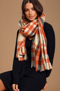 Make the Lulus Blissful Thoughts Rust Red Multi Plaid Knit Scarf your new fall staple! Soft knit, in a rust red, beige, and black plaid pattern shapes this cute scarf that features an oversized design and raw edges that create a fringe-y look. Tie Shoelaces, Skull Scarf, Cute Scarfs, Oversized Scarf, Tie Shoes, Summer Scarves, Retro Outfits, Black Plaid, Plaid Pattern