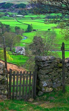 The beautiful Mersey River Valley in northwest England • photo: Hiya_wayne on Flickr
