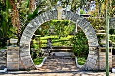 What's a Moon Gate and Why Are There So Many on Bermuda?