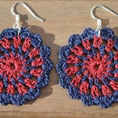 Boucles d'oreilles en crochet bicolores bleu marine/bordeaux