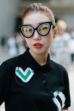 Fashion Week 2015, Fashion 2017, Girl Fashion, Runway Fashion, Seoul Fashion, Asian Fashion, Photography Accessories, Fashion Photography, Blinded By The Light