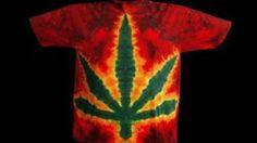 how to make a tie-dye pot leaf shirt Make A Tie, How To Tie Dye, Cool Tie Dye Shirts, Reverse Tye Dye, Diy Camisa, Tie Dye Folding Techniques, Ty Dye, Tie Dye Party, Tie Dye Crafts