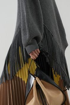 Stella McCartney Pre-Fall 2020 Fashion Show Collection: See the complete Stella McCartney Pre-Fall 2020 collection. Look 21 Knitwear Fashion, Knit Fashion, Fashion Outfits, Women's Fashion, Fashion Images, Stella Mccartney, 2020 Fashion Trends, Fashion 2020, Vogue Paris