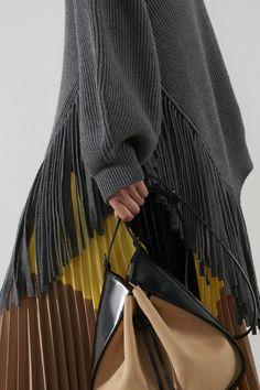 Stella McCartney Pre-Fall 2020 Fashion Show Collection: See the complete Stella McCartney Pre-Fall 2020 collection. Look 21 Knitwear Fashion, Knit Fashion, Fashion Outfits, Fashion Trends, Fashion Fashion, Stella Mccartney, Vogue Paris, Fashion Show Collection, Models