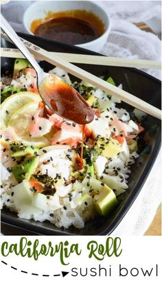 Spending way too much on sushi? Super easy, healthy homemade sushi to the rescue with this California Roll Sushi Bowl Recipe! FULL RECIPE H. California Roll Recipes, California Roll Sushi, California Rolls, California Pizza, Healthy Sushi, Sushi Food, Sushi Ginger, Sushi Salad, Sushi Roll Recipes