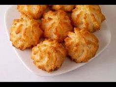 Macaroons are a moist and delicious coconut cookie. One of our best easy cookie recipes, this macaroon recipe is ready in minutes. Chewy Coconut Cookies Recipe, Easy Macaroons Recipe, Macaroon Recipes, Coconut Macaroons, Easy Cookie Recipes, Easy Desserts, Dessert Recipes, Coconut Recipes, Paleo Recipes