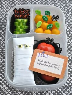 """Bella's Mummy Bento is packed in EasyLunchboxes and contains: cucumber slices, a sunburst tomato """"pumpkin patch,"""" cocktail tomatoes, mummified Clif bar, & string cheese (under bar). Easy Lunch Boxes, Bento Box Lunch, Box Lunches, Back To School Lunch Ideas, Healthy School Lunches, Healthy Halloween, Halloween Treats, Creative Kids Snacks, Food Kids"""