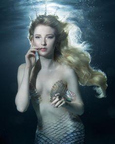 Ideas For Photography Fantasy Mermaid Fantasy Mermaids, Mermaids And Mermen, Fantasy Girl, Evil Mermaids, Fantasy Photography, Underwater Photography, Maria Amanda, Project Mermaid, Mermaid Artwork