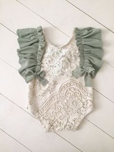 Baby clothes should be selected according to what? How to wash baby clothes? What should be considered when choosing baby clothes in shopping? Baby clothes should be selected according to … Baby Outfits, Newborn Outfits, Kids Outfits, Winter Outfits, Trendy Baby Clothes, Crochet Baby Clothes, Vintage Baby Clothes, Handmade Baby Clothes, Diy Clothes