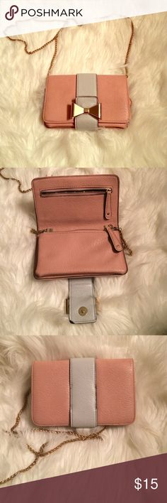 Francesca's satchel (side purse) Absolutely adorable side purse, easy for a night out on the town or to grab brunch! Bags Satchels