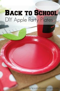 Back to School DIY Apple Party Plates Make their back to school breakfast extra special with this apple plate via Spaceships and Laser Beams Back To School Breakfast, Back To School Party, Back To School Teacher, 1st Day Of School, School Parties, School Fun, High School, School Week, Morning Breakfast