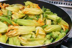 Frittata con fiori di zucchina (Äggröra med zucchiniblommor) Sicilianskt recept - Husmanskost