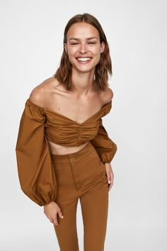 Curious about what to buy from Zara this fall? The brand is here to offer up some ideas. Fashion 2020, Fashion Brands, Fashion Tips, Fashion Design, Fashion Online, Classy Outfits, Stylish Outfits, Stylish Clothes, Latest Fashion For Women