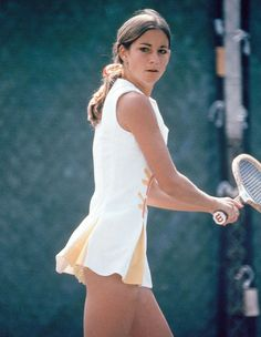 "Christine Marie ""Chris"" Evert (born December known as Chris Evert-Lloyd from 1979 to is a former World No. Description from… Mode Tennis, Lawn Tennis, Sport Tennis, Wta Tennis, Us Open, Tennis Dress, Tennis Clothes, Tennis Outfits, Nike Clothes"