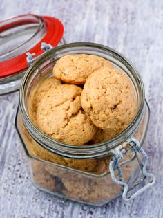 Home-made gift idea for your child's teachers: make butter biscuits and package them simply in glass jars – you'll be super stylish and save the planet at the same time, all for less than R50 a teacher.