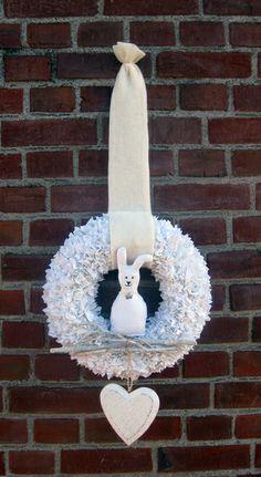 JanuarWeiß Hase mit Krönchen Shabby Chic von kunstbedarf24 auf DaWanda.com