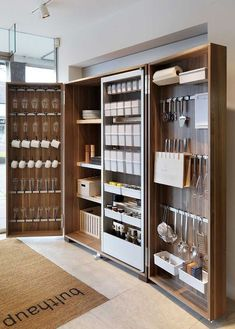 Hottest Free modern kitchen storage Suggestions Kitchen shelving is recognized to alternate from sorted to be able to disorder while in the close your lids of. Diy Kitchen Cabinets, Kitchen Pantry, New Kitchen, Kitchen Furniture, Pantry Closet, Furniture Storage, Storage Cabinets, Smart Closet, Pantry Diy