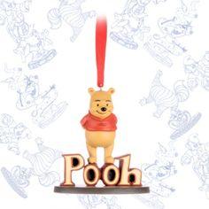 Unser Tribute zu unserem bekannten Disney Animator, Mark Henn. Das charmante Andenken feiert unseren Honig liebenden Bär, Winnie Puuh. Du erhältst unseren beliebten Bär in einer im Skizzen Stil verpackten Geschenkbox.