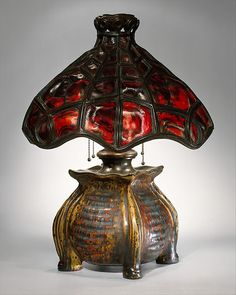 Table lamp by Pierre-Adrien Dalpayrat made with glass, glazed stoneware and bronze between 1900 and 1902. (The Metropolitan Museum of Art, i.e. The Met Museum, 2017)