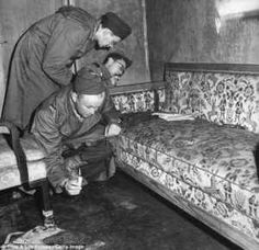 Adolf Hitler ed Eva Braun: le ultime drammatiche ore Come si svolsero le ultime drammatiche ore di vita dell'ormai ex capo nazista Adolf Hitler e di Eva Braun, sua amante da anni? I testimoni hanno raccontato che il Fuhrer, dopo aver sposato la donna, h #adolfhitler #evabraun #nazismo