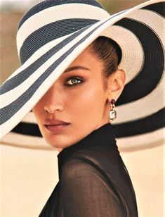 Glamours At The Beach: editorial with Bella Hadid (Model), Zoey Grossman (Photographer), Isabel Dupre (Wardrobe Stylist), Mary Phillips (Makeup Artist), Jen Atkin (Hair Stylist) for Elle France June Fashion Poses, Fashion Shoot, Editorial Fashion, Fashion Editorial Photography, Beach Fashion Photography, Glamour Photography, People Photography, Strand Editorial, Photo Glamour