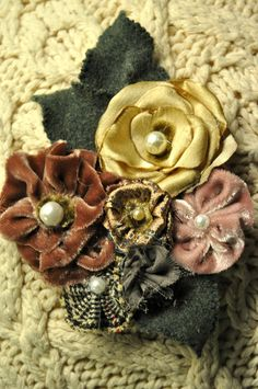 dusky pink cream flower brooch coat dress hat pin corsage vintage 40s 50s velvet