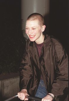 24 Iconic Buzz Cuts, From Sinead O'Connor to Kristen Stewart Cate Blanchett, Shaved Head Women, Girls With Shaved Heads, Shaved Head Girl, Milla Jovovich, Anne Hathaway, Charlize Theron, Revealing Swimsuits, Shave My Head
