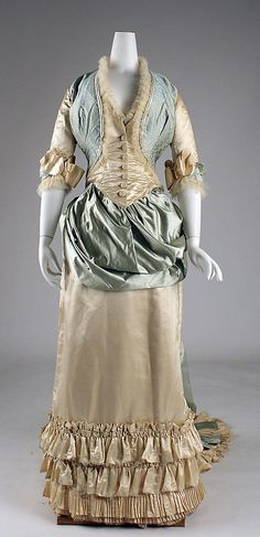 Dinner dress Department Store: Lord & Taylor (American, founded Date: Culture: American Medium: silk, glass 1870s Fashion, Victorian Fashion, Vintage Fashion, Victorian Era, Medieval Fashion, Antique Clothing, Historical Clothing, Historical Costume, Vintage Gowns