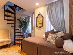 Living in #NYC may not be a spacious affair, but you can't deny it's got class. http://www.nyhabitat.com/new-york-apartment/vacation/14801