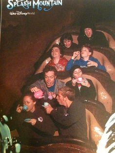 50 Of The Most Amazing And Impressive Pictures Ever Taken On Amusement Park Rides Splash Mountain, Stupid Funny Memes, Haha Funny, Funny Images, Funny Pictures, Park Pictures, Group Pictures, Random Pictures, Fotojournalismus