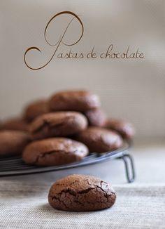 ¡Todo chocolate! No se si alguien podrá resistirse pero os aseguro que yo no. ¡Deliciosas!         PASTAS DE CHOCOLATE   Ingredientes:    2...