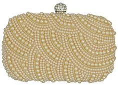 Clutch Pérola, bolsa de festa em tecido dourado e bordada com pérolas. Fecho redondo com strass e alça de corrente removível prata, detalhe nas laterais prata. Acessório feminino clássico para deixa-la ainda mais elegante.