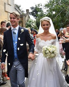 Royal Family Around the World: George Spencer-Churchill, Marquess of Blandford, and Camilla Thorp, tied the knot at St Mary Magdalene Church, Woodstock near Blenheim Palace on September 2018 Royal Wedding Gowns, Royal Weddings, Wedding Dresses, Gown Wedding, Royal Marriage, Royal Brides, Lace Applique, Celebrity Weddings, Blenheim Palace
