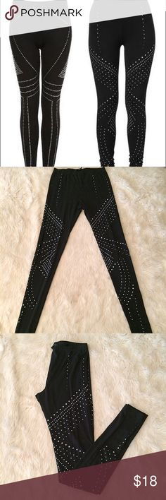 French connection sz S black studded leggings French connection black size small studded leggings. Inseam 31 inches, out Sam 39 inches, waist 12 inches. 95% cotton, 5% elastin. I love matching knees with tunics unfortunately my body is postpartum and not fitting them anymore. Item is in good used condition may be missing a few studs here or there but hardly noticeable. French Connection Pants Leggings