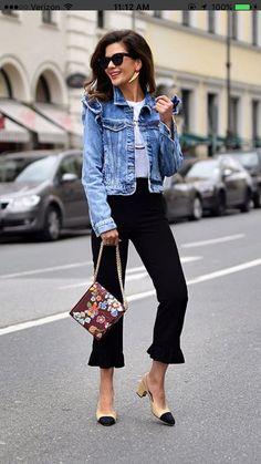 crops denim jacket and statement bag Accessories care Color Tools Makeup Free Makeup Makeup Denim Fashion, Fashion Outfits, Womens Fashion, Casual Chic, Mode Plus, Business Casual Outfits, Weekend Wear, Mode Inspiration, Casual Looks