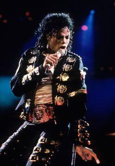 Michael Jackson http://www.vogue.fr/culture/a-ecouter/diaporama/la-playlist-de-benjamin-clementine/15738/image/872595#!michael-jackson-dirty-diana