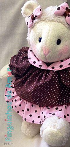Ovelha Mel Usada para nicho de quarto de bebê com material padronizado a escolha do cliente ou como na foto. Medida aproximada de 45cm de altura.
