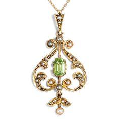 Aus Cleopatras Minen - Anhänger und Kette aus Gold, Perlen & Peridot, Victorian um 1900 von Hofer Antikschmuck aus Berlin // #hoferantikschmuck #antik #schmuck #antique #jewellery #jewelry